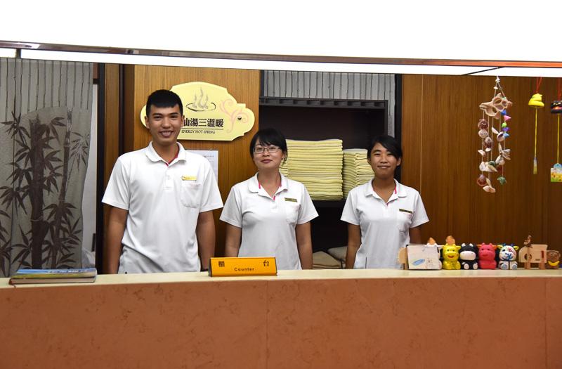 個人風呂の「神仙湯三温暖」(一人300NTドル:約990円)はカウンターで予約が必要