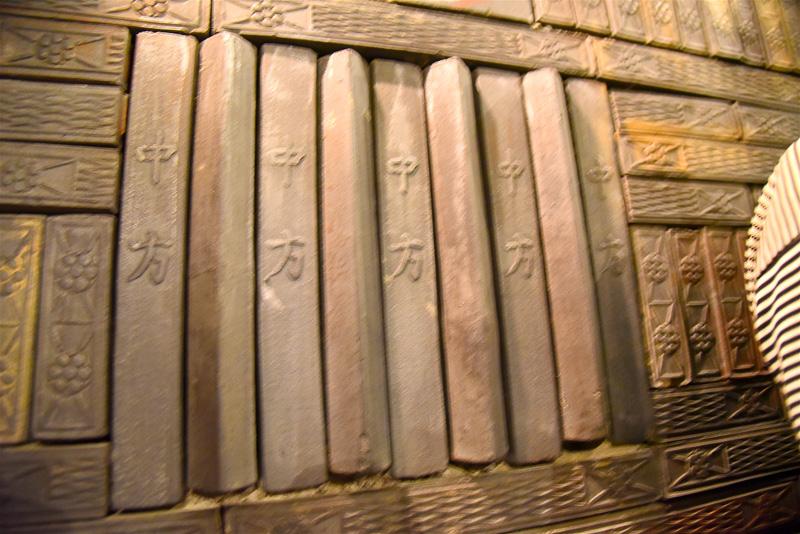 壁には蓮華文が刻まれている。また、中方などの場所を示す文字も