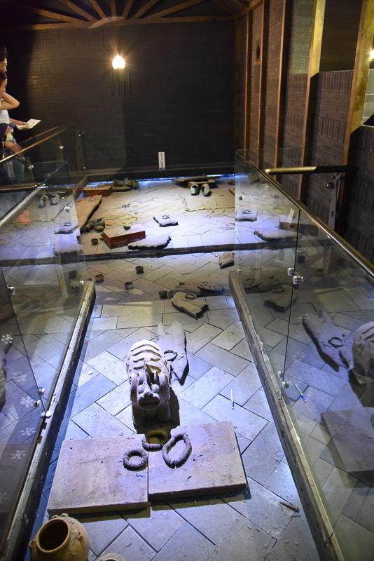 発見当時の様子を再現しているエリアも。発見された遺物は「国立公州博物館」に展示されている
