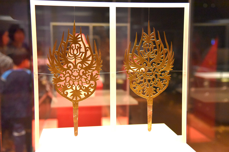 「金製冠飾」(王妃)はシンプルな中に気品を感じる