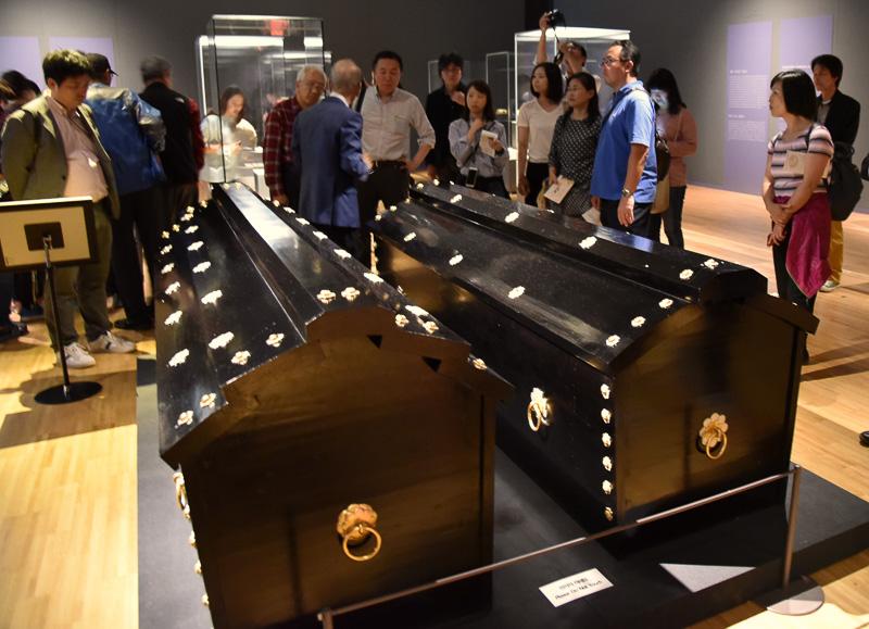 高野槇で再現された日本との関係を示す木棺も中央にあった