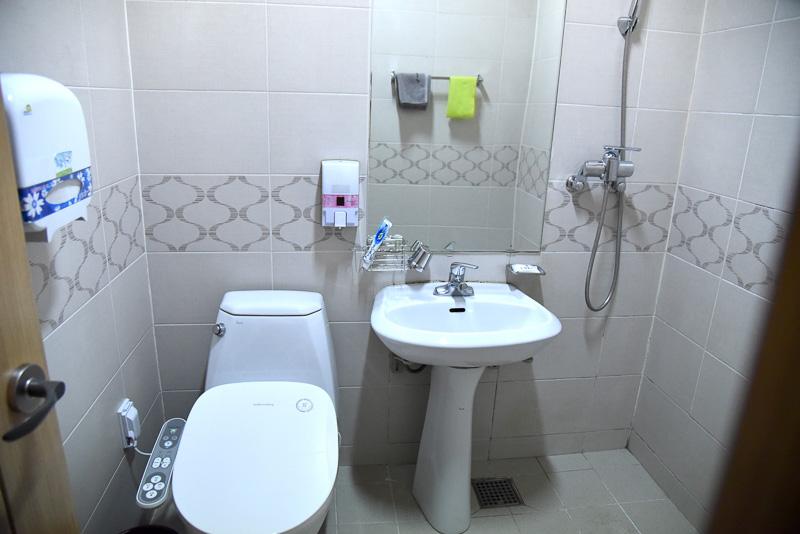 清潔感のある洗面所。もちろんシャワーとトイレが一緒