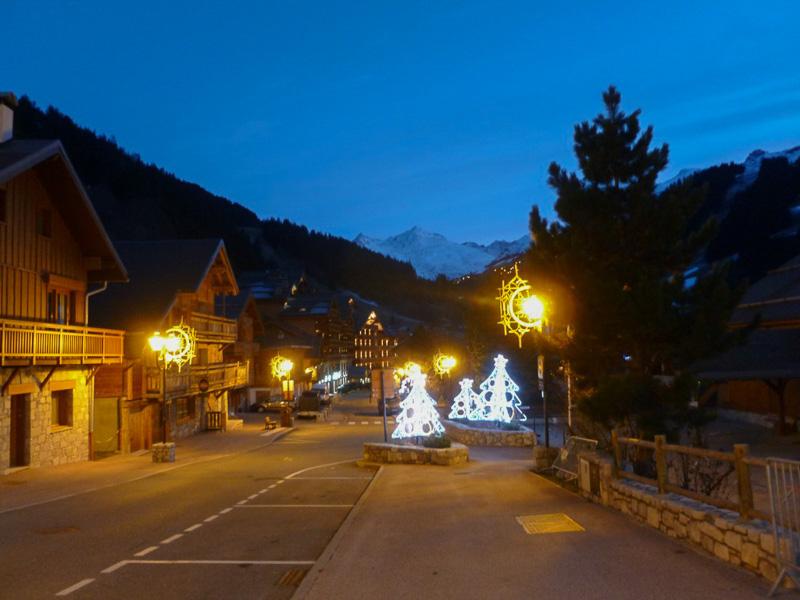 日が暮れるとこんな感じに。街はずれにある小さな教会もライトアップされ、すでにクリスマスムードでした