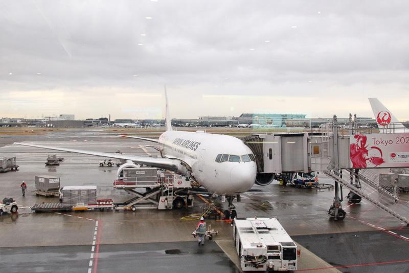 駐機する「行こう!九州へ」JET