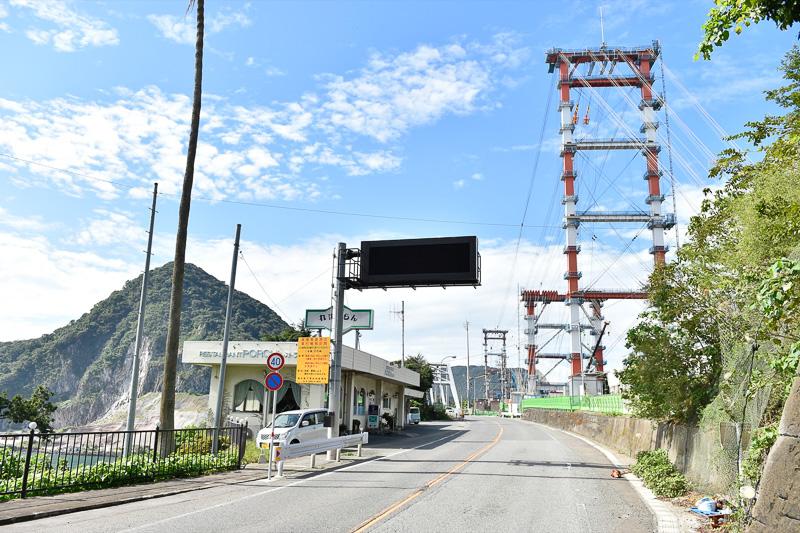 天門橋よりも、建設中の新天門橋の存在感が大きい