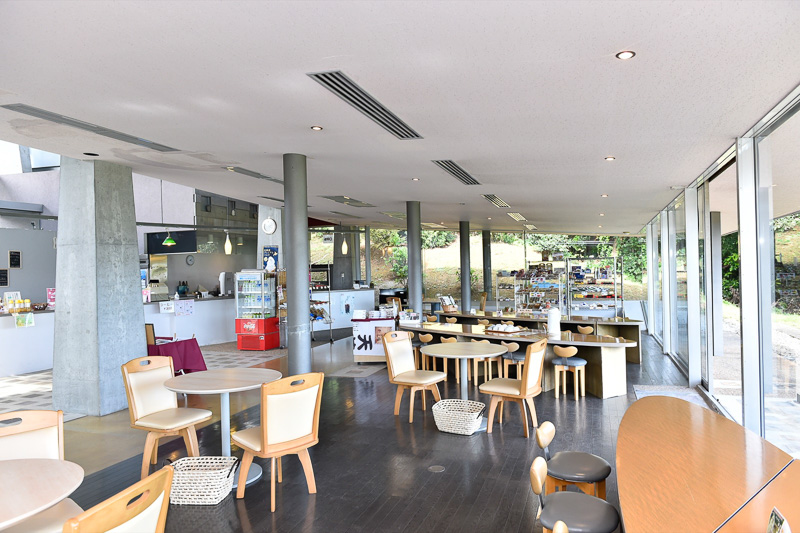 隣の棟は休憩スペースとなっており、カフェとして利用が可能