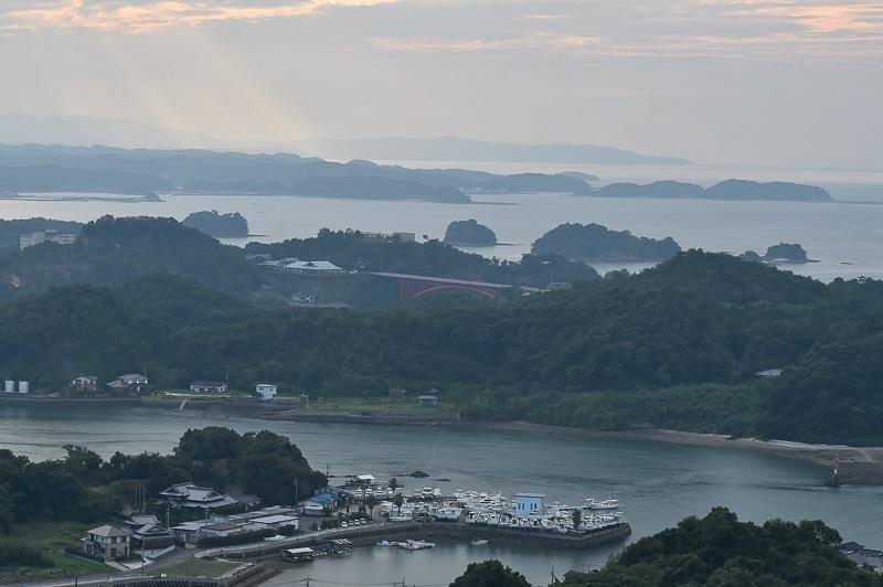 先の写真左側をクローズアップすると、5号橋の松島橋が見える。唯一、赤くカラーリングされたパイプアーチ橋だ