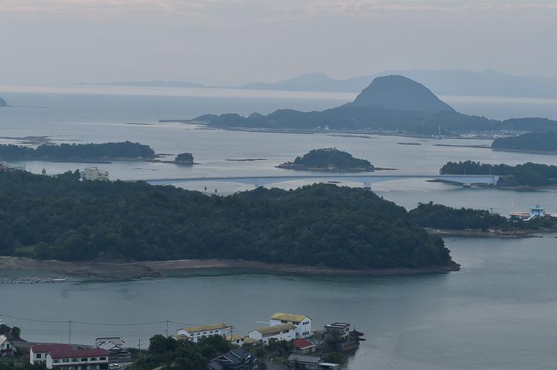 4号橋の前島橋を拡大したところ。写真右端にはシードーナツが見える