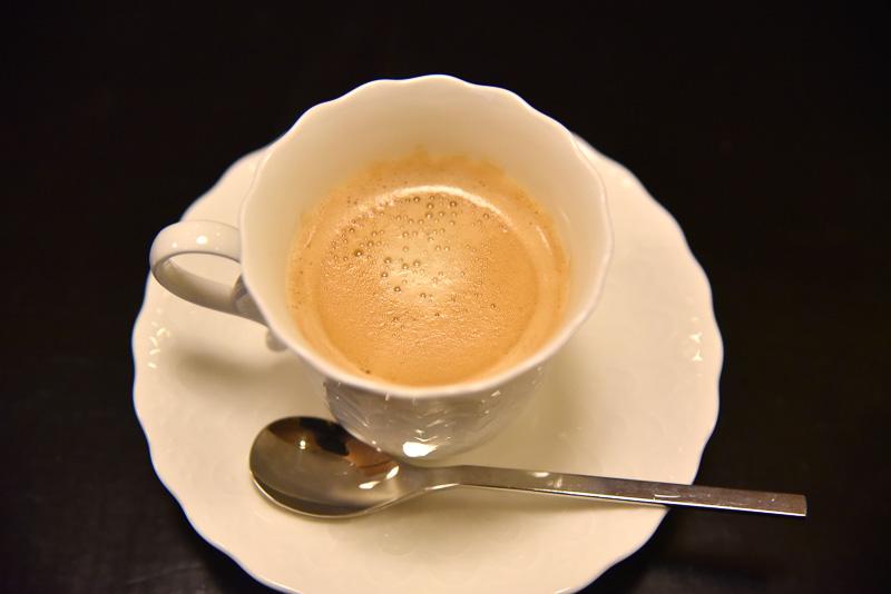 デザートはフルーツのヨーグルト和え、食後のコーヒーでまったり