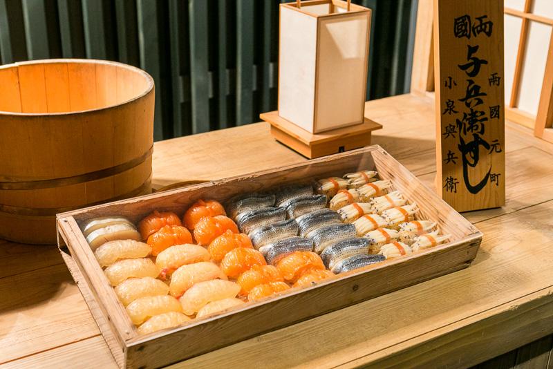 華屋与兵衛の寿司屋台には当時の寿司が再現されている