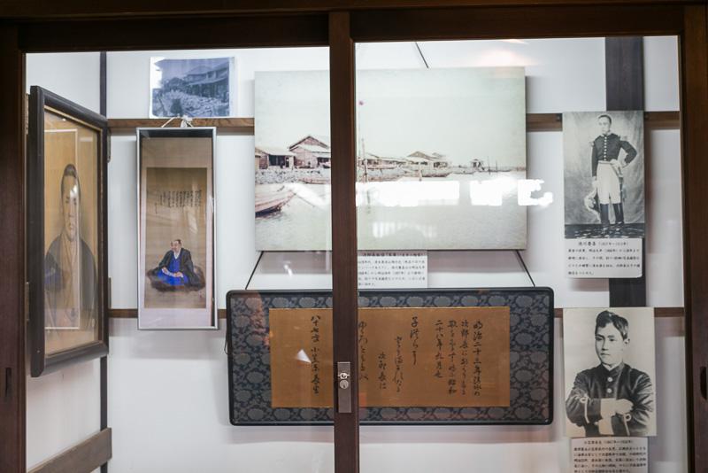 次郎長は晩年、徳川慶喜と親交があり慶喜が撮影したと言われる写真などが展示されている