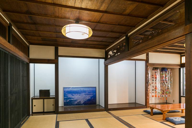 一部の天井や欄間などは当時の部材が使用されている