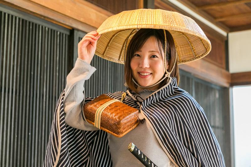 旅姿で当時の雰囲気を……と、静岡市広報課 岸本さん