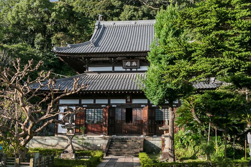 1844年に建てられた仏殿。家康の三女静照院から寄進された本尊釈迦弁尼仏が収められている(仏殿は一般公開はしていない)