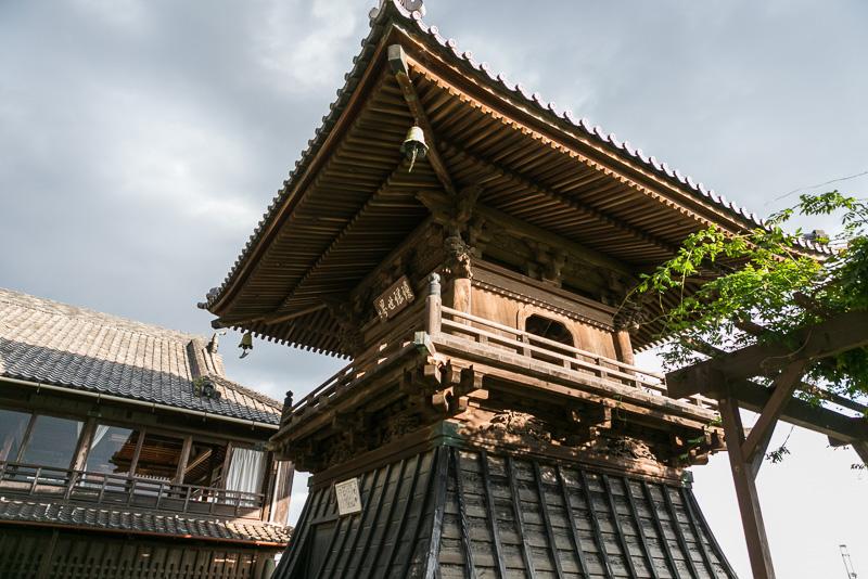納められている梵鐘は豊臣秀吉が北条氏の小田原城を攻めたときの陣鐘として使用されたものである