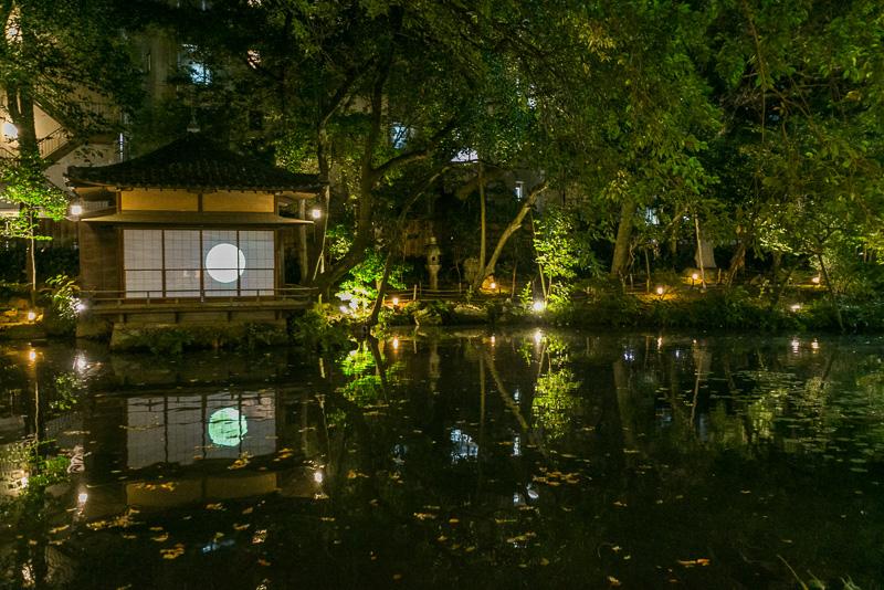 火災などで建物は消失したが、現在でも残っている徳川慶喜が作った「東海の名園」浮月楼庭園
