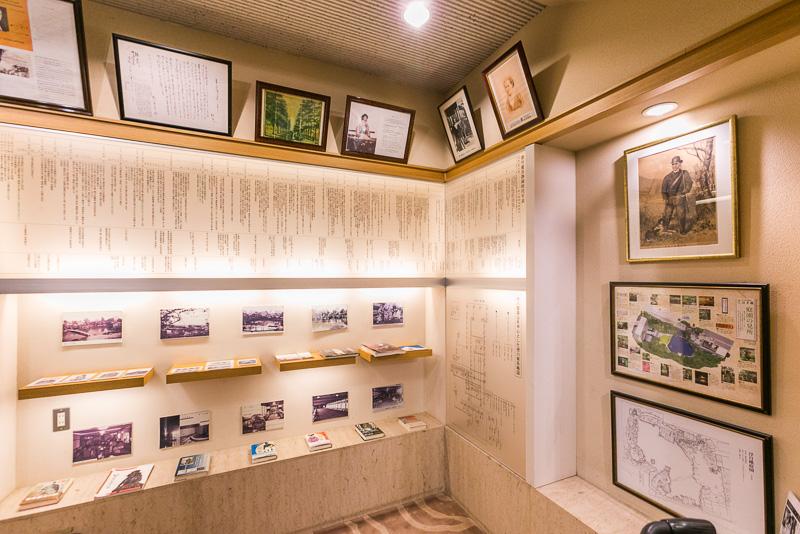 「慶喜公歴史コーナー」には年表や慶喜が撮影した写真などが展示されている