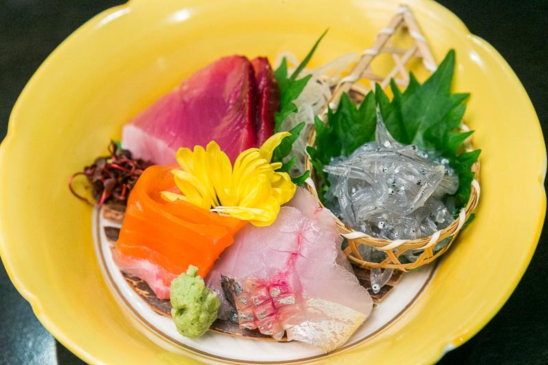 お造りの、焼津 鯵、由比 しらす、富士宮 鱒、鮪