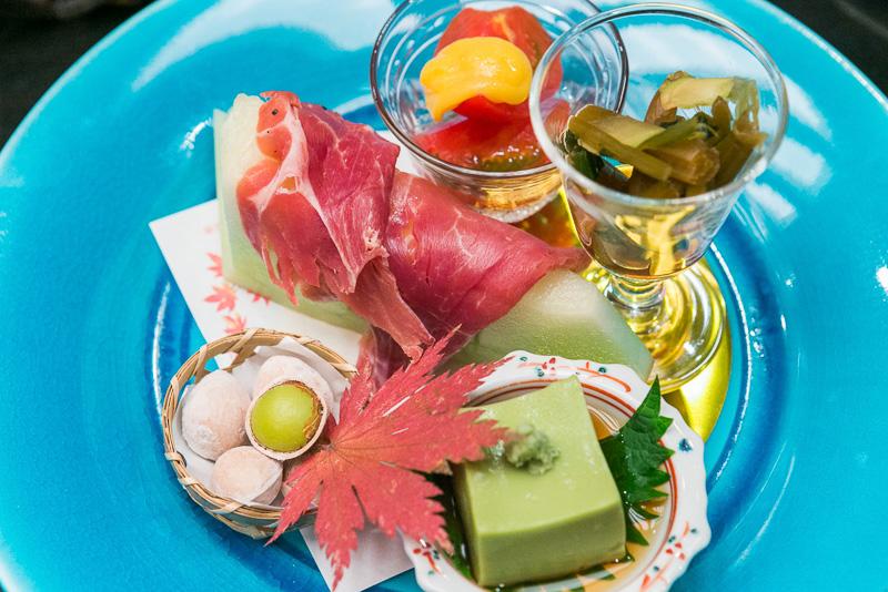 付き出しの、富士山プロシュート メロン、アメーラトマト、抹茶豆腐、清水 銀杏、山葵つんつん漬け