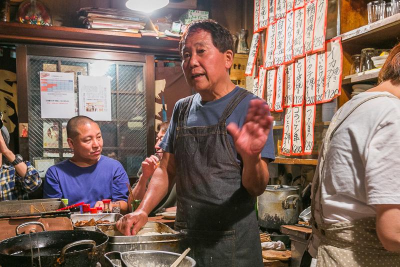 昔の話から今の話まで、いろいろな話をしてくれた「三河屋」は店主の木口元夫さん