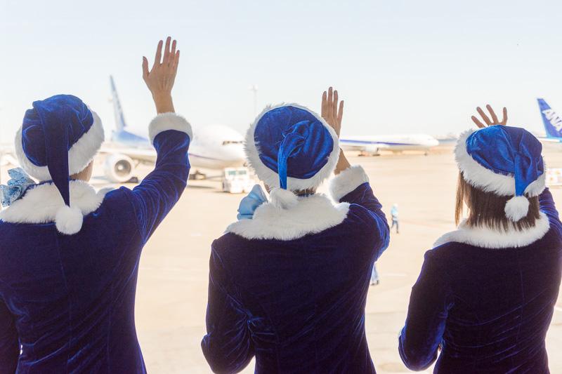福岡へ向かう乗客を、手を振って見送った