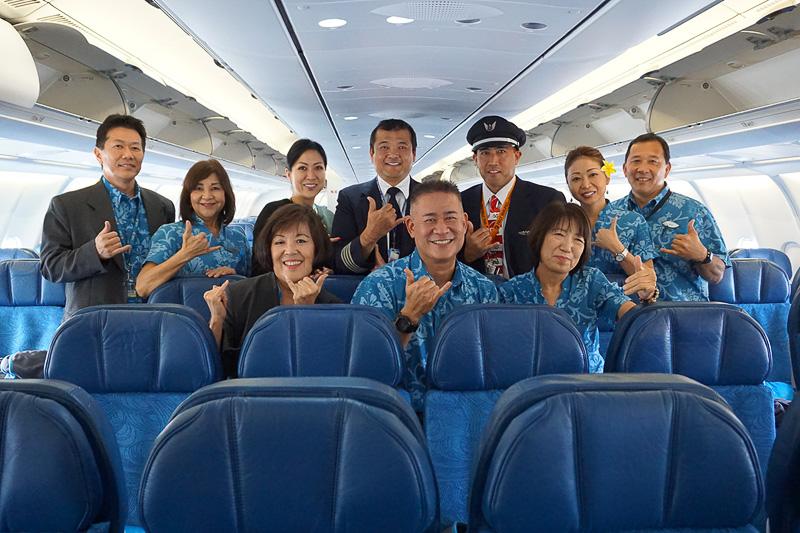 今回の初便に搭乗した乗務員