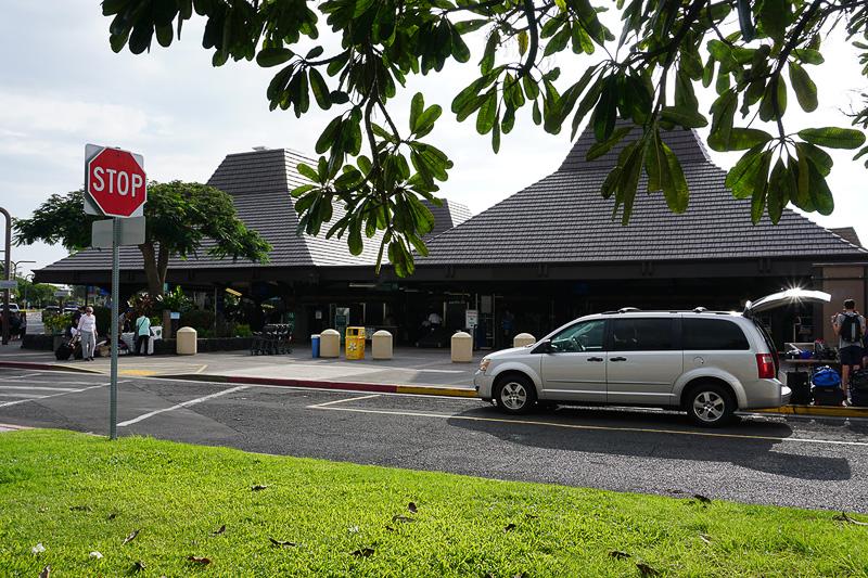 コナ空港は基本的に空港と思えないリゾートっぽさが魅力
