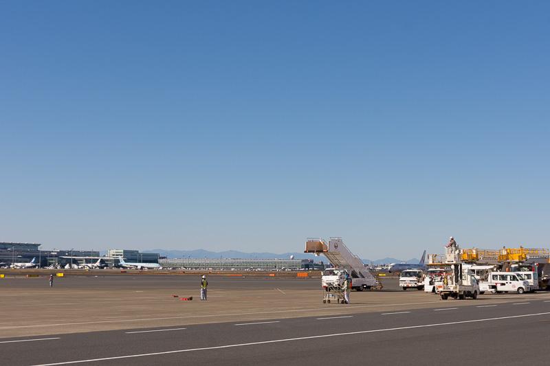 到着後、地上走行をしてJAL格納庫前のスポットに移動