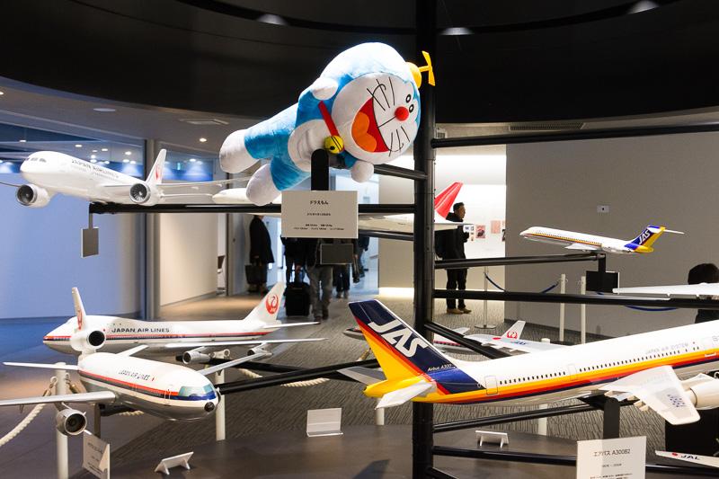 「JAL工場見学~SKY MUSEUM~」の展示コーナーにもドラえもんが登場