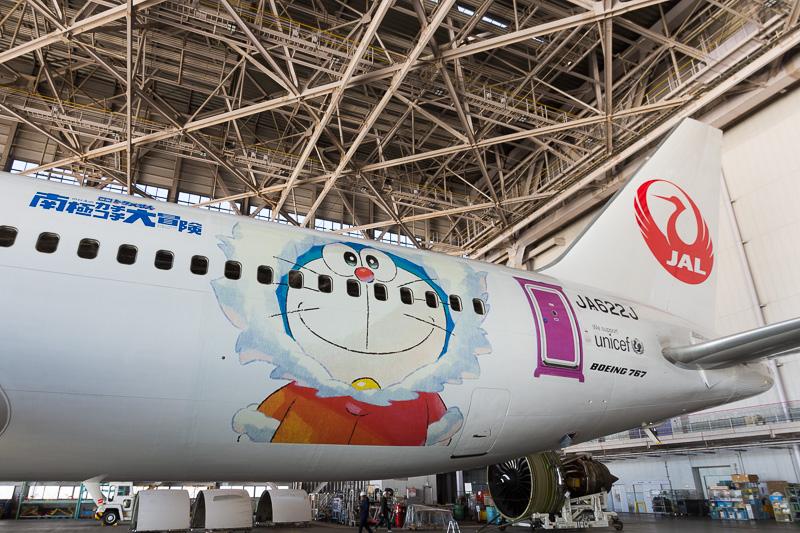 国内線向けJAL ドラえもんJETは、12月30日のJL331便(羽田18時50分発~福岡20時50分着)で運航を開始する