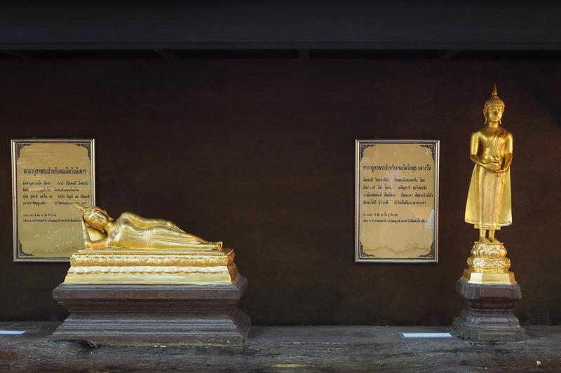 横になっているのが火曜日の仏像で右は水曜日の午前中の仏像