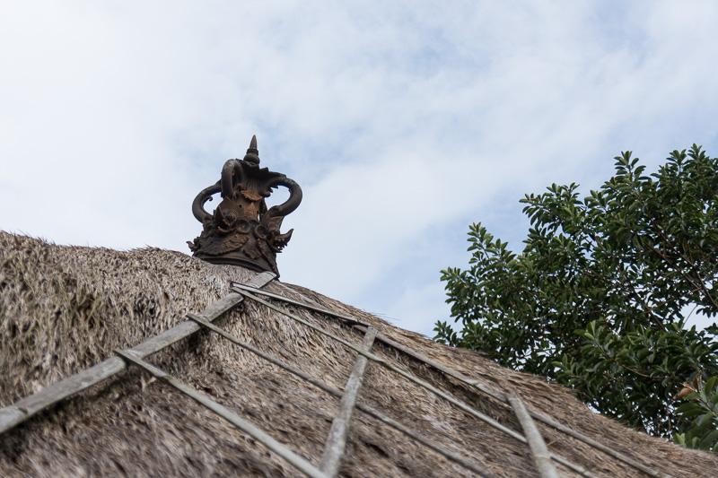 それぞれのヴィラにもプライベートなガゼボが備わっている。その屋根のオブジェに施された彫刻もバリらしい雰囲気
