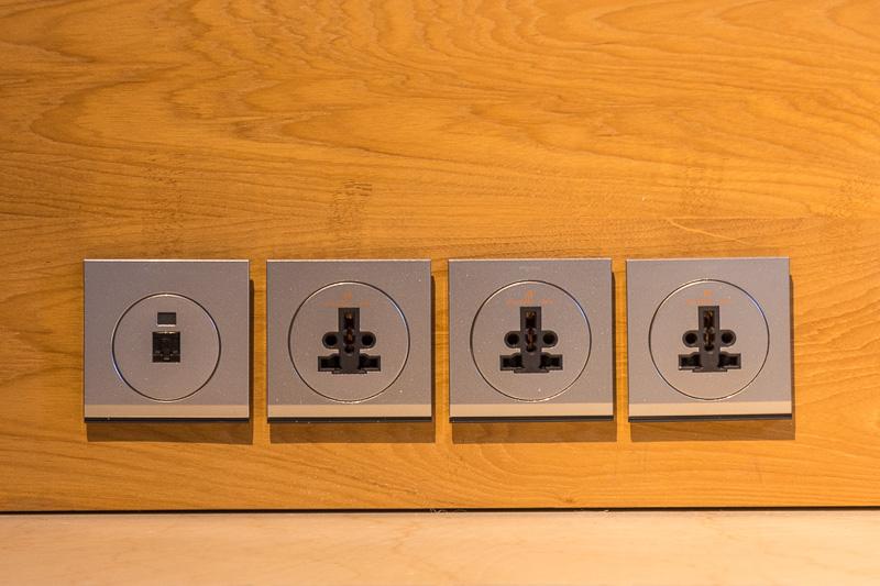 室内のコンセントは電圧こそ220~240Vとなっているが日本の電気製品もそのまま使えるユニバーサルタイプ