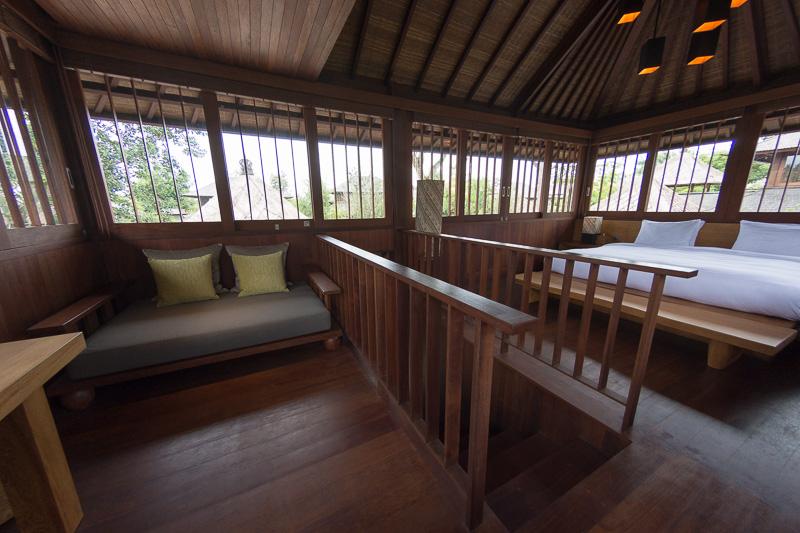 2階部分が寝室。360度が窓に囲まれる