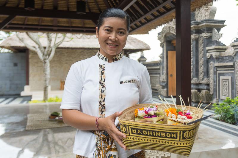 完成したチャナンを持って、星のやバリ内の寺院へ
