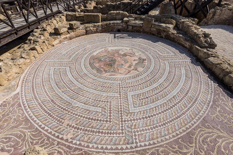 「モザイク遺跡(Kato Pafos Archaeological Park)」内の「テセウスの家(House of Theseus)」にあるテセウスとミノタウロスのモザイク