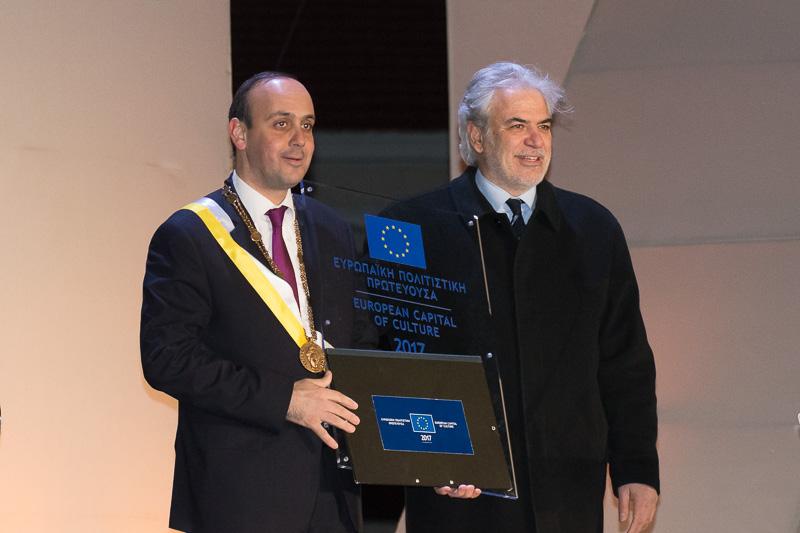 欧州文化首都の記念パネル贈呈