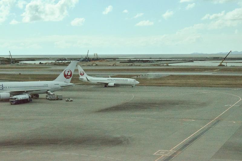 那覇空港に着陸したチャーター機