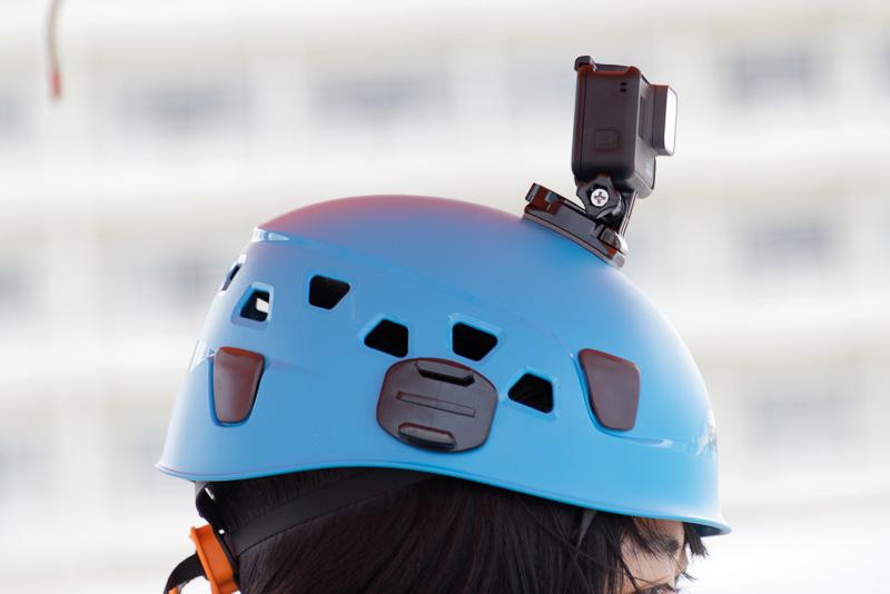 GoProの接着マウントがセットされたヘルメットが用意。GoPro本体の貸し出しも検討しているとのこと