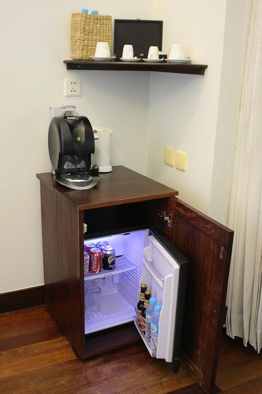 電気ケトルやエスプレッソマシン、冷蔵庫など備品は十分