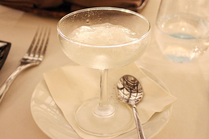 口直しのアルコールのシャーベット「ジントニックのグラニテ(Gin&Tonic Granite)」