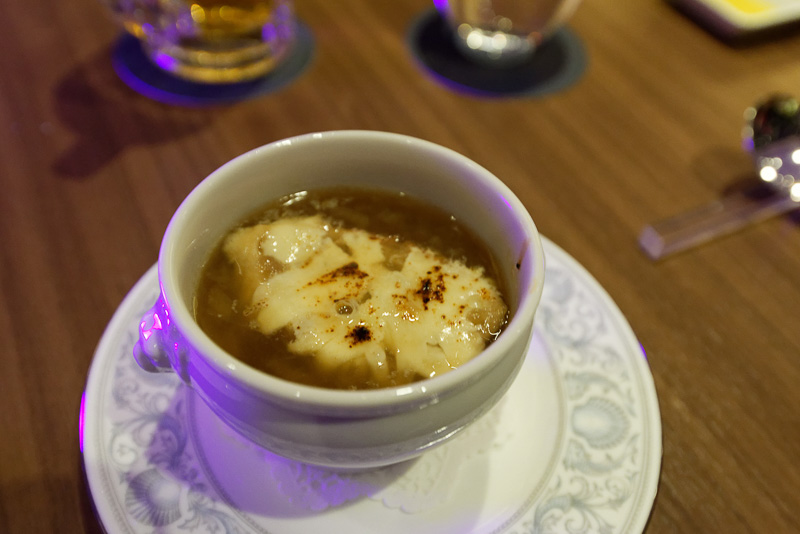 あぐーベーコンのオニオングラタンスープ