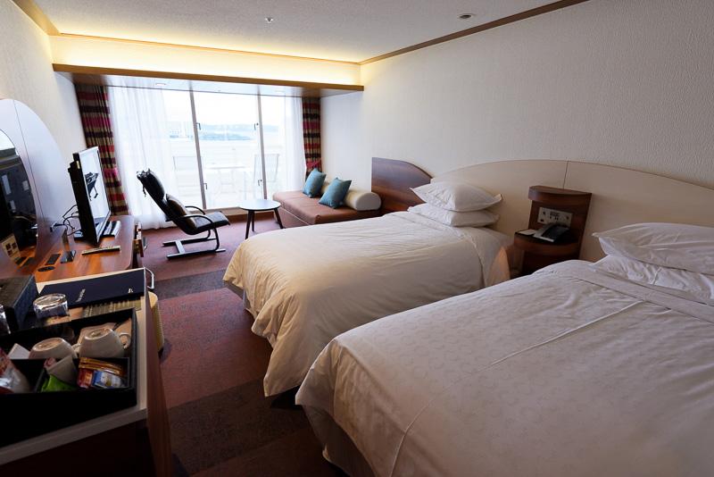 本館の客室。4名まで宿泊できる36m<sup>2</sup>の「デラックスルーム ダブル」
