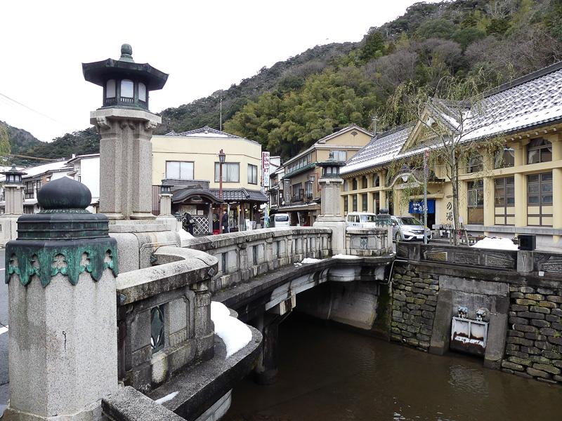 いくつも架かっている橋がこれまた風情あるのです