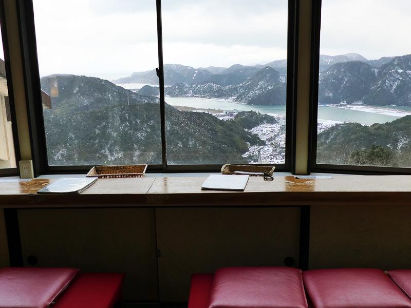 山頂の「みはらしカフェ茶屋」に入ったらあっという間に晴れてきた
