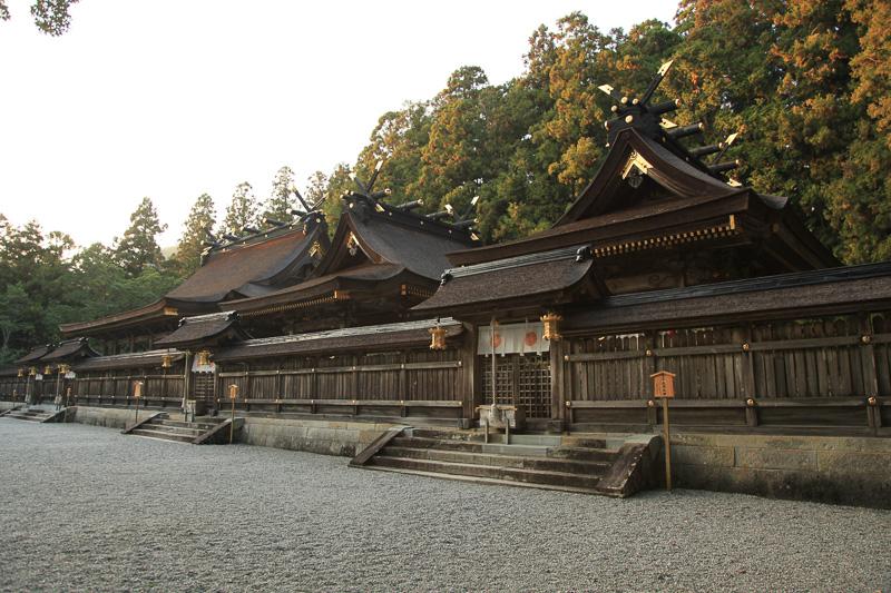 熊野本宮大社上四社。建物は3棟