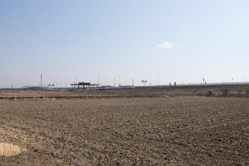 常総IC付近は、起伏が少なく一面農地が広がる、豊かな田園地帯