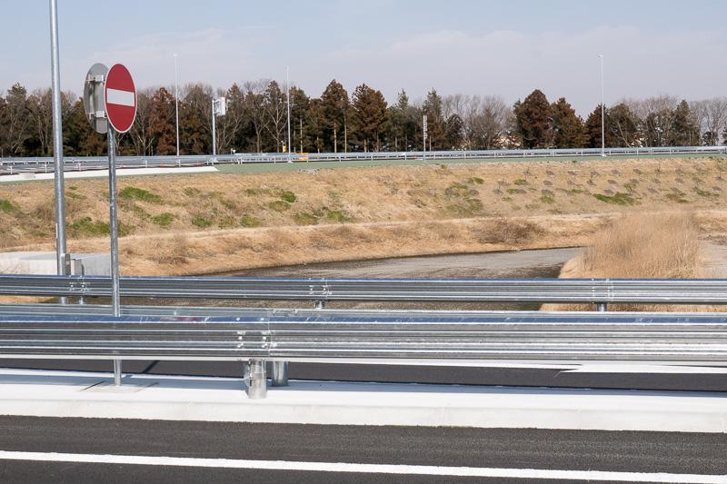 各所に調整池が作られている。開通区間内で29カ所ある