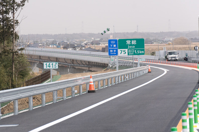常総ICが近づくと、鬼怒川と関東鉄道を越える橋梁となる