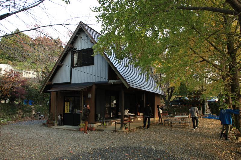潮見峠を下ったところにあるひるね茶屋。ここまでは自動車でアクセス可能